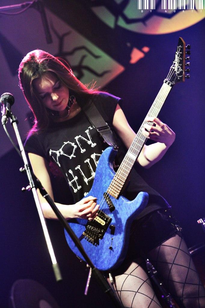 Марианна Vesssna на концерте в клубе Каста